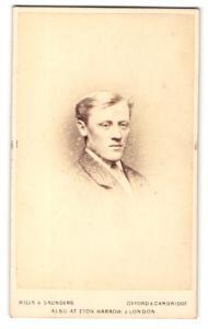 Fotografie Hills & Saunders, Oxford, Portrait blonder junger Herr im Anzug