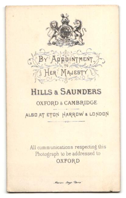Fotografie Hills & Saunders, Oxford, Portrait junger Geistlicher auf einem Stuhl 1