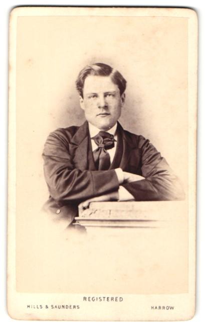 Fotografie Hills & Saunders, Harrow, Portrait junger Mann mit Krawattentuch 0