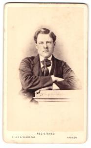 Fotografie Hills & Saunders, Harrow, Portrait junger Mann mit Krawattentuch