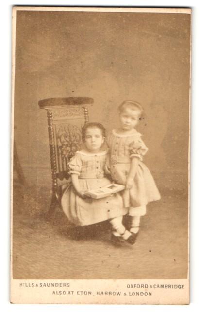 Fotografie Hills & Saunders, Oxford, Portrait niedliches Geschwisterpaar 0