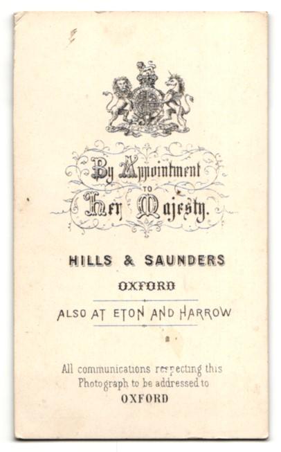 Fotografie Hills & Saunders, Oxford, Portrait junge Dame im edlen Kleid 1