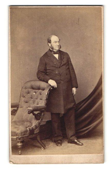 Fotografie Hills & Saunders, Oxford, Portrait bürgerlicher Herr im Anzug mit Backenbart 0