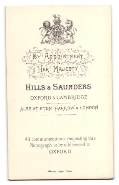 Fotografie Hills & Saunders, Oxford, Portrait junger Mann im Anzug mit Krawatte 1