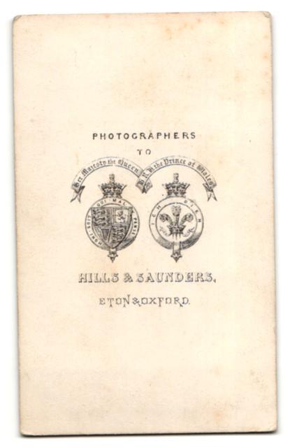 Fotografie Hills & Saunders, Oxford, Portrait junger Mann im Stuhl sitzend 1