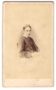 Fotografie Hills & Saunders, Eton, Portrait Knabe im Anzug
