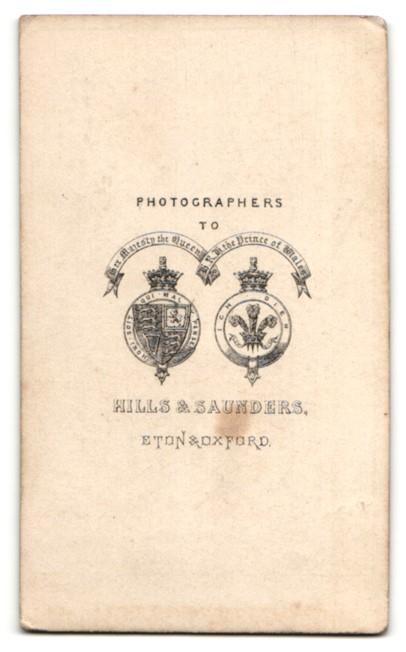 Fotografie Hills & Saunders, Eton, Portrait Knabe im Anzug 1