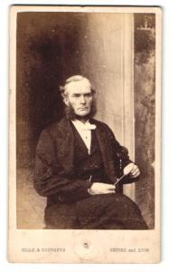 Fotografie Hills & Saunders, Oxford, Portrait Herr mit Backenbart