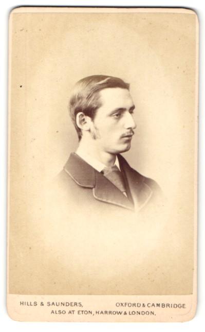 Fotografie Hills & Saunders, Oxford, Portrait junger Herr im Profil 0