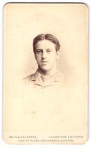 Fotografie Hills & Saunders, Cambridge, Portrait junger Mann mit Mittelscheitel