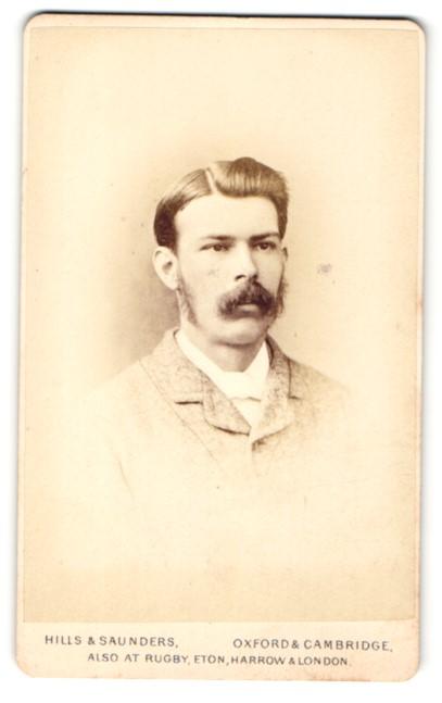 Fotografie Hills & Saunders, Oxford, Portrait junger Mann mit Schnauzbart 0