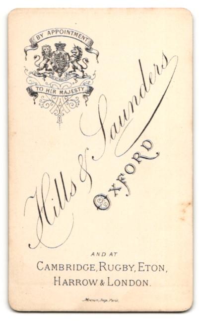 Fotografie Hills & Saunders, Oxford, Portrait Knabe im Anzug mit Mittelscheitel 1