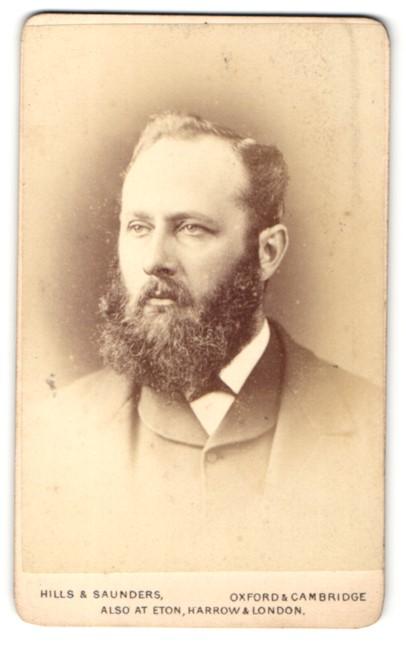 Fotografie Hills & Saunders, Oxford, Portrait Herr mit Vollbart 0