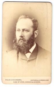 Fotografie Hills & Saunders, Oxford, Portrait Herr mit Vollbart