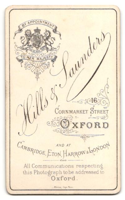 Fotografie Hills & Saunders, Oxford, Portrait Herr im karierten Anzug 1