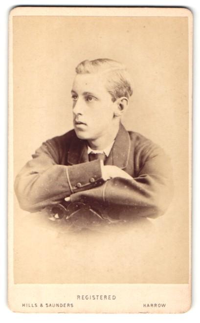 Fotografie Hills & Saunders, Harrow, Portrait blonder Knabe im anug 0