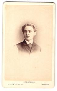 Fotografie Hills & Saunders, Harrow, Portrait junger Herr mit lockigem Haar