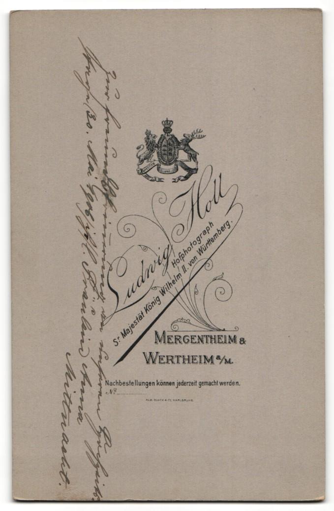 Fotografie Ludwig Holl, Mergentheim & Wertheim a / M., Portrait bürgerliches Paar in Hochzeitskleidung mit Blumenstrauss 1