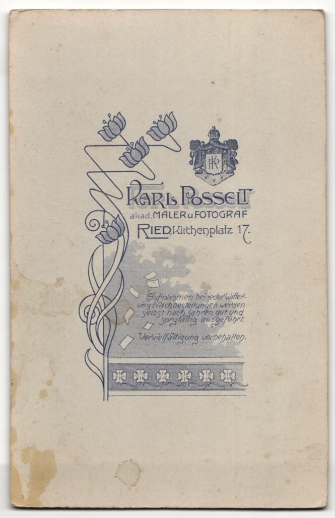 Fotografie Karl Posselt, Ried, Portrait junger Herr im Anzug mit Krawatte und Ansteckblumen 1