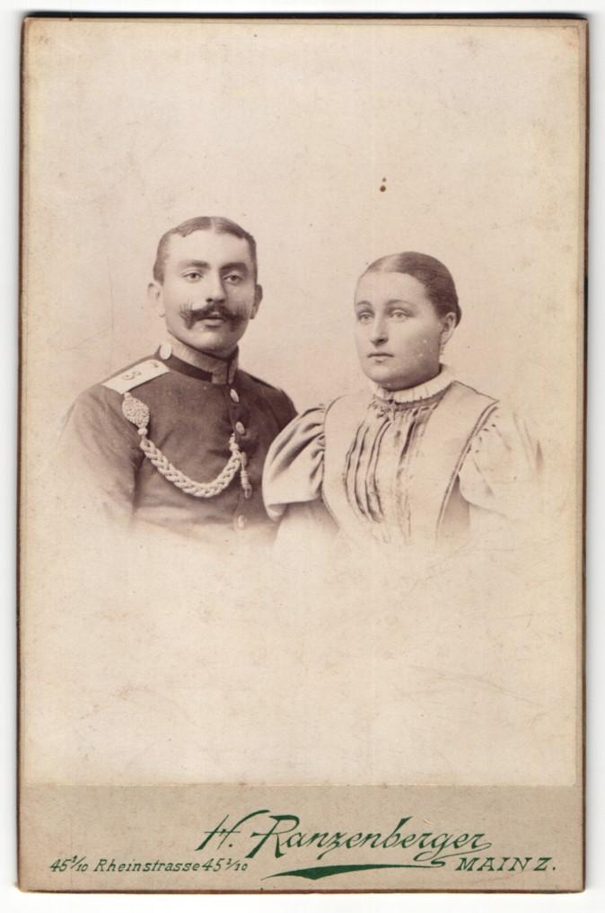 Fotografie H. Ranzenberger, Mainz, Portrait Soldat in Uniform und Frau im eleganten Kleid 0