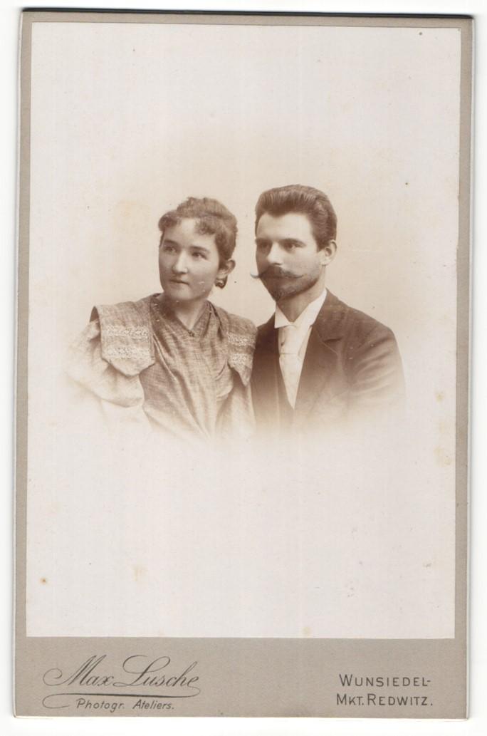 Fotografie Max Lusche, Wunsiedel-Mkt. Redwitz, Portrait bürgerliches Paar in zeitgenössischer Kleidung 0