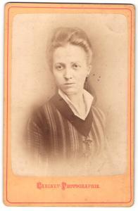 Fotografie Cabinet-Photographie, unbekannter Ort, Portrait junge hübsche Dame in modischer Kleidung