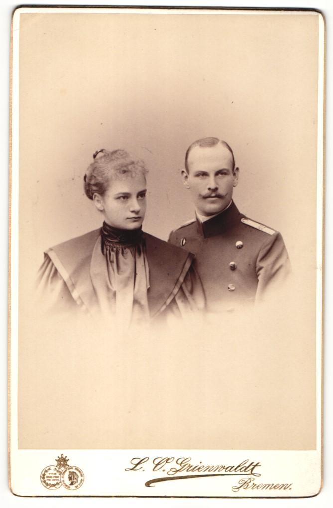 Fotografie L. O. Grienwaldt, Bremen, Portrait Leutnant und Gattin 0