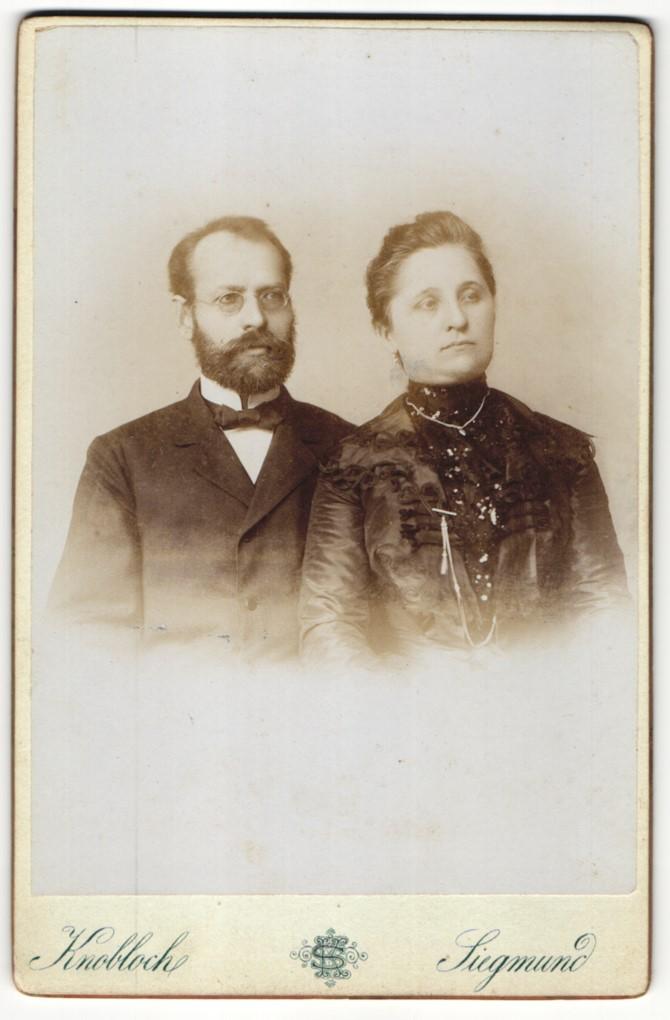 Fotografie Knobloch & Siegmund, Postelberg, Portrait bürgerliche Eheleute 0