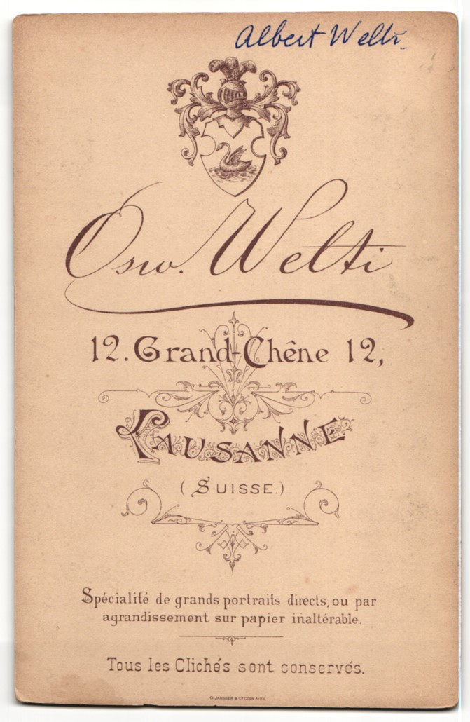 Fotografie Osw. Welti, Lausanne, Portrait junger Herr mit Oberlippenbart in Abendgarderobe 1