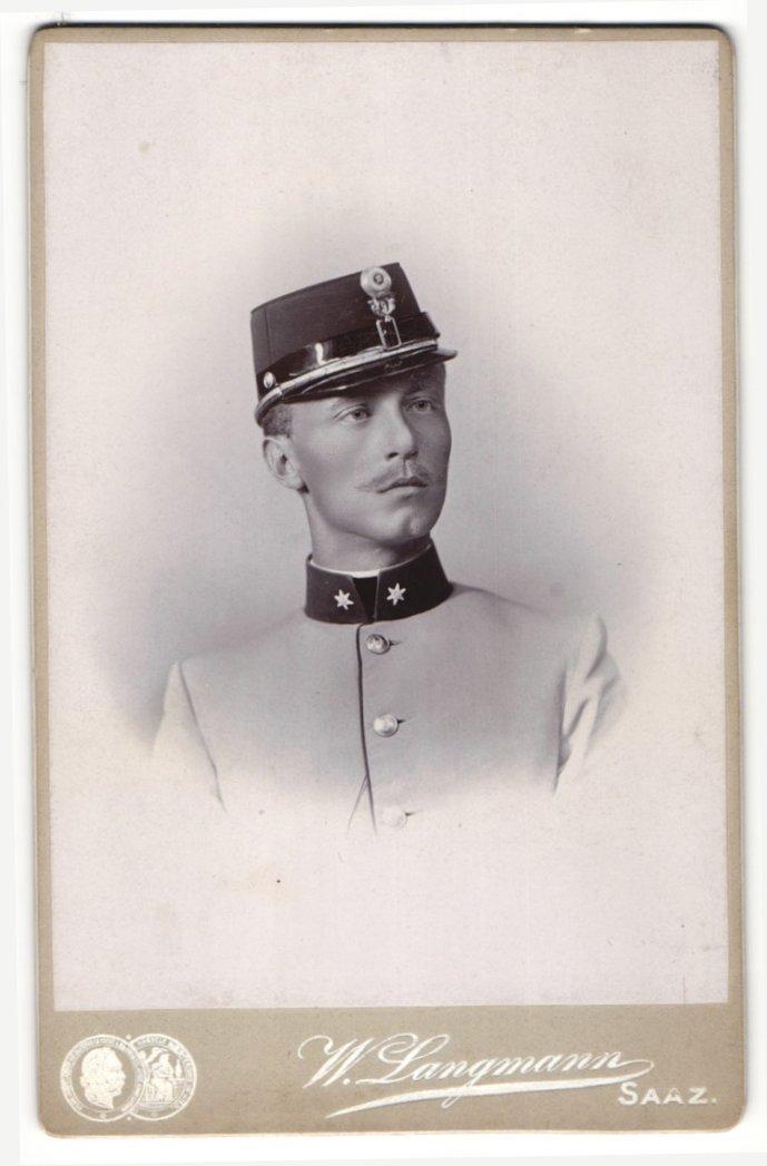 Fotografie W. Langmann, Saaz, Portrait Soldat mit Schirmmütze 0