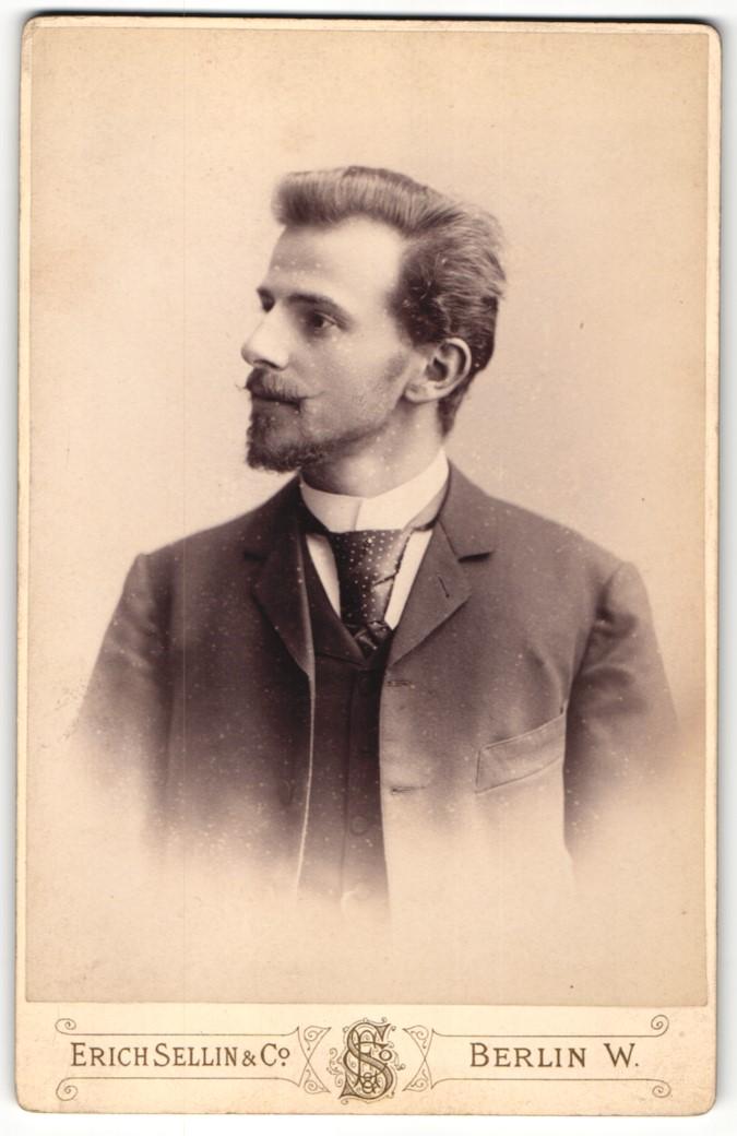 Fotografie Erich Sellin & Co., Berlin-W, Portrait junger Herr mit Bart in Anzug 0