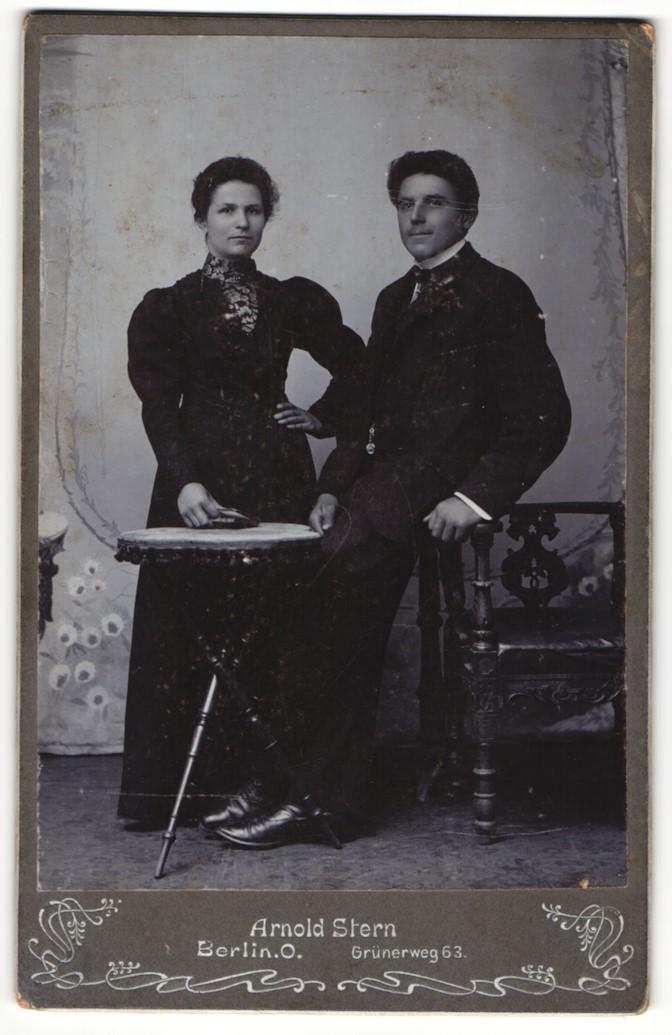 Fotografie Arnold Stern, Berlin-O, Portrait junger Herr und junge Dame 0