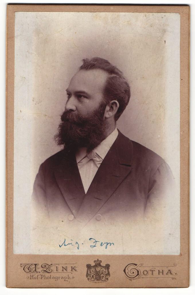 Fotografie W. Zink, Gotha, Portrait junger Herr mit Vollbart 0