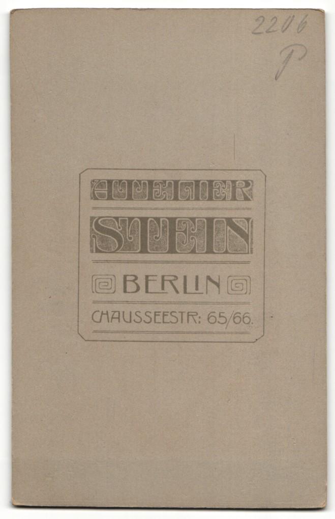 Fotografie Stein, Berlin, Portrait Herr mit imposantem Schnauzbart und Gattin 1