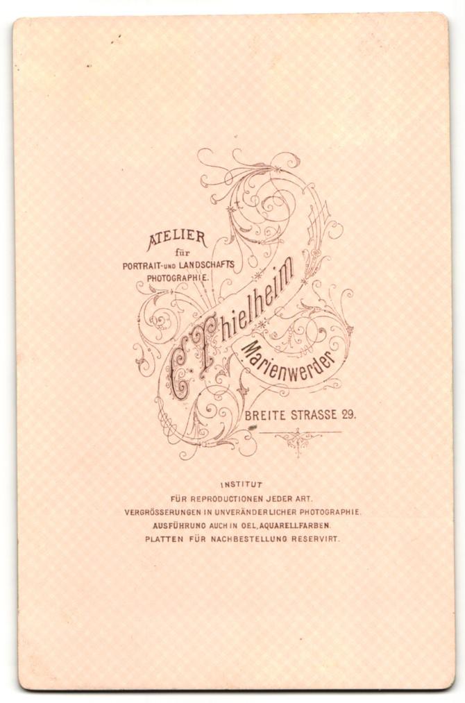 Fotografie C. Thielheim, Marienwerder, Portrait Dame mit zeitgenöss. zusammengebundenem Haar 1