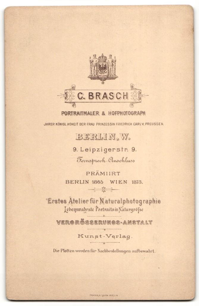 Fotografie C. Brasch, Berlin-W, Portrait Kleinkind in Kleid und Mädchen 1