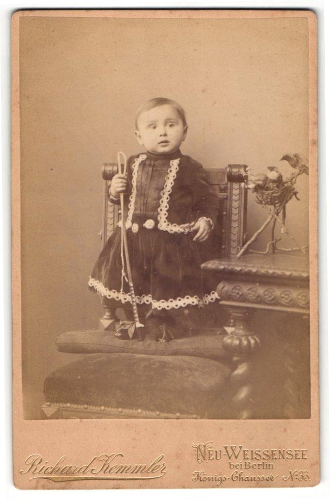 Fotografie Richard Kemmler, Berlin-Neu-Weissensee, Portrait Kleinkind in festlicher Kleidung 0