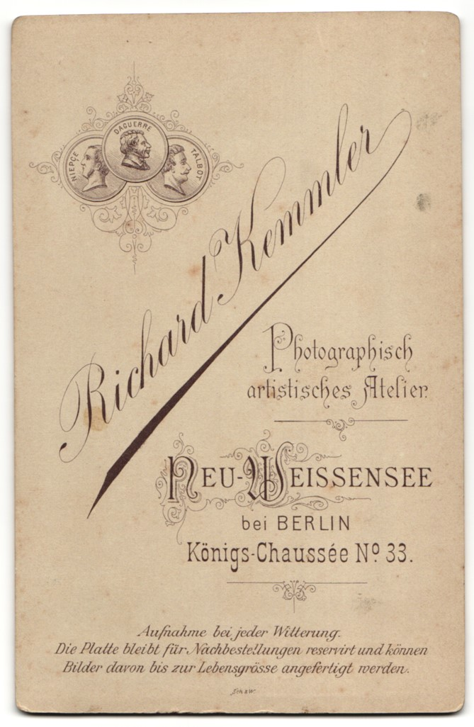 Fotografie Richard Kemmler, Berlin-Neu-Weissensee, Portrait Kleinkind in festlicher Kleidung 1