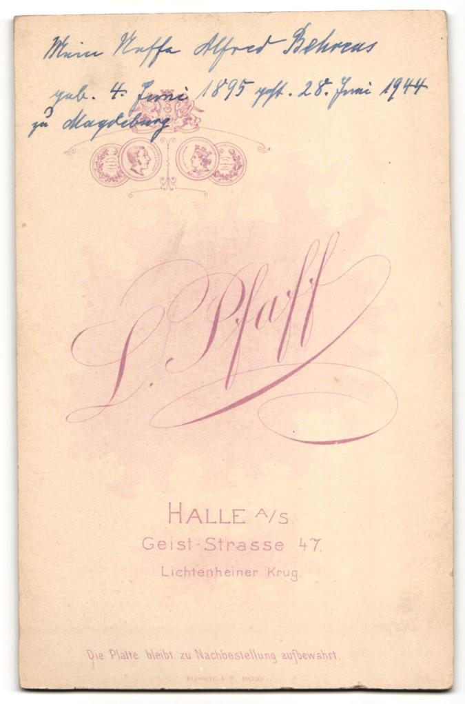 Fotografie L. Pfaff, Halle a/S, Portrait Kleinkind in Kleid 1
