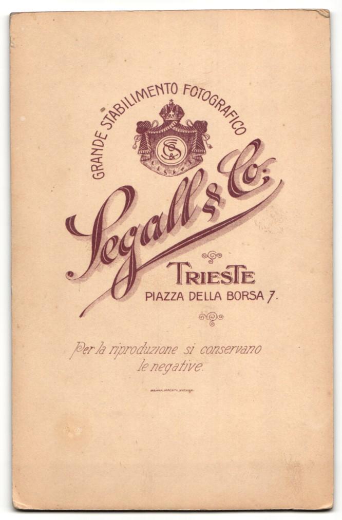Fotografie Segall & Co., Trieste, Portrait Mädchen in festlicher Kleidung mit Schleier 1