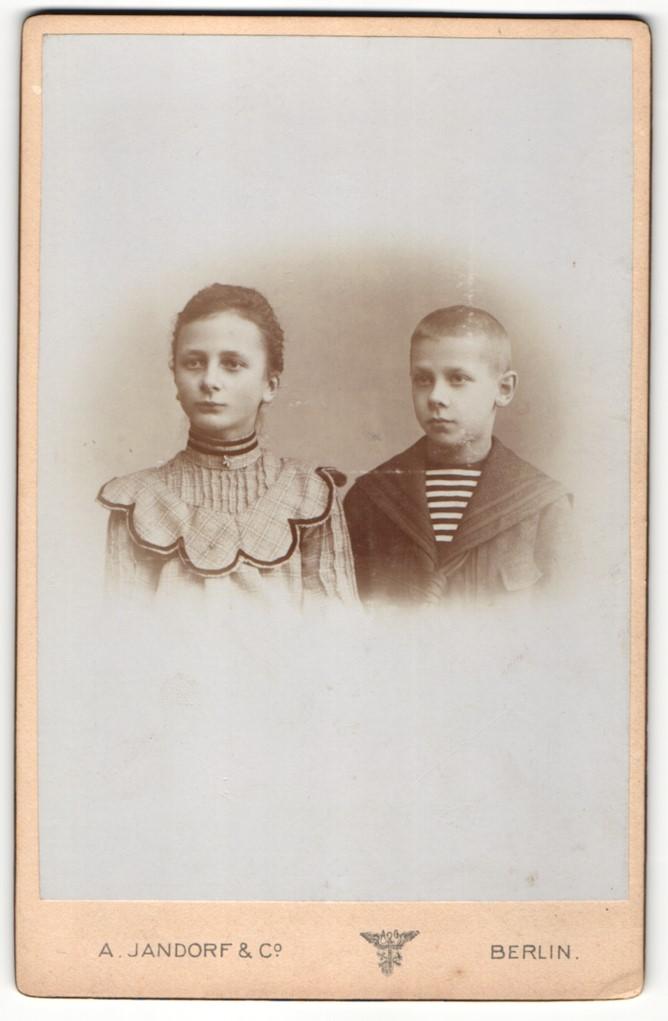Fotografie A. Jandorf & Co., Berlin, Portrait Mädchen und jüngerer Bruder 0