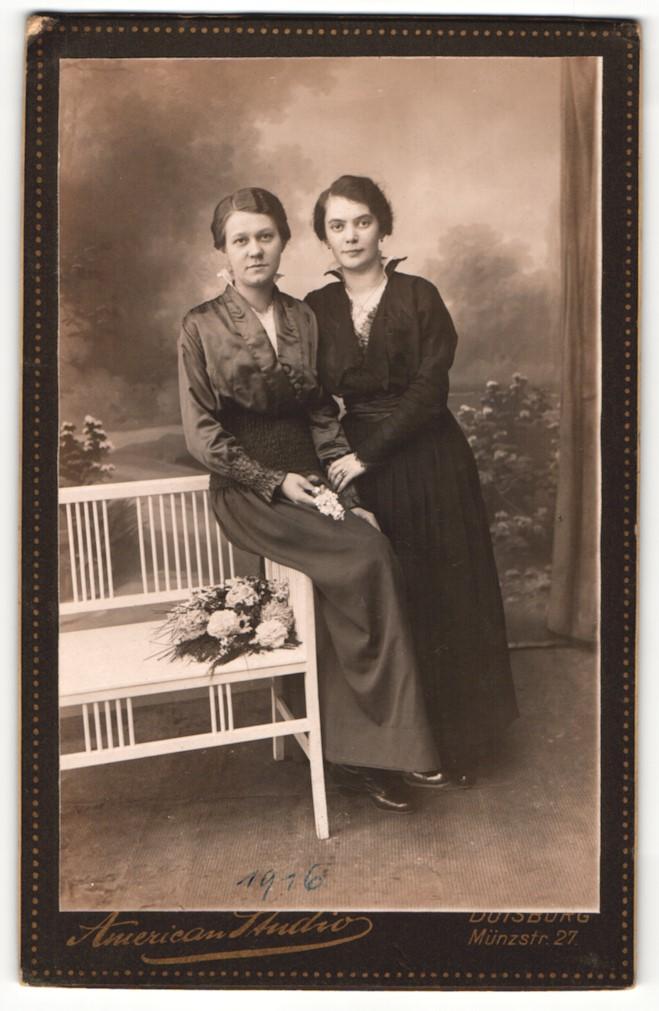 Fotografie American Studio, Duisburg, Portrait zwei junge Frauen 0