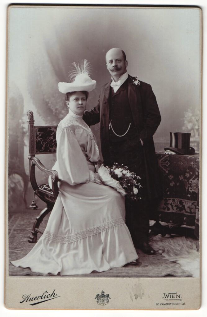 Fotografie Auerlich, Wien, Portrait gutbürgerliches Paar in Abendgarderobe 0