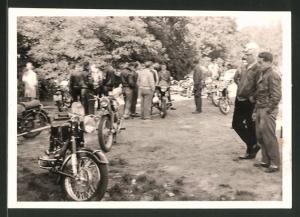 Fotografie Motorrad BMW, Krad mit Boxer-Motor bei einem Motorradtreffen