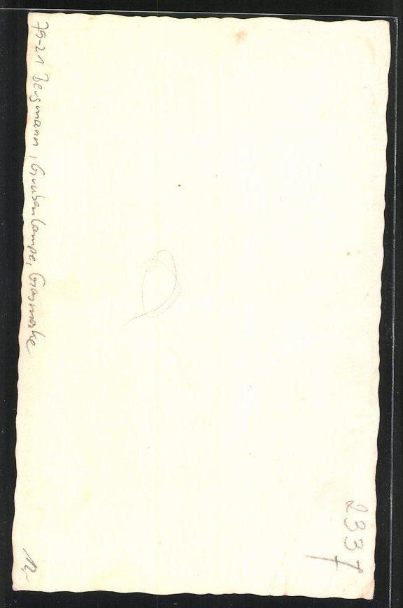 Fotografie Bergmann mit Grubenlampe, Gasmaske, Hammer und Helm 1