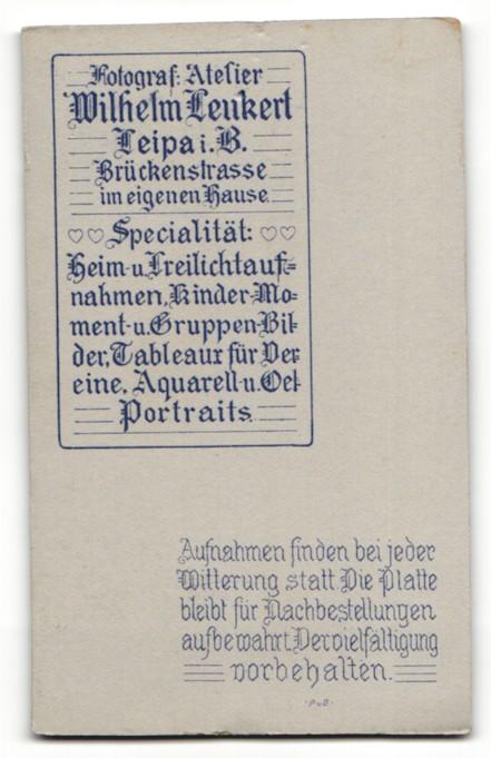 Fotografie Wilh. Leukert, Leipa i. B., Portrait hübsches Fräulein mit Blumen in der Hand 1