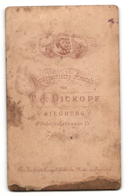 Fotografie T. J. Dickopf, Siegburg, Portrait betagter Herr im Anzug 1