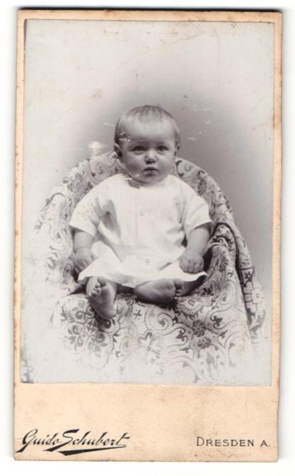 Fotografie Guido Schubert, Dresden-A., Portrait bezauberndes Kleinkind im weissen Hemdchen 0