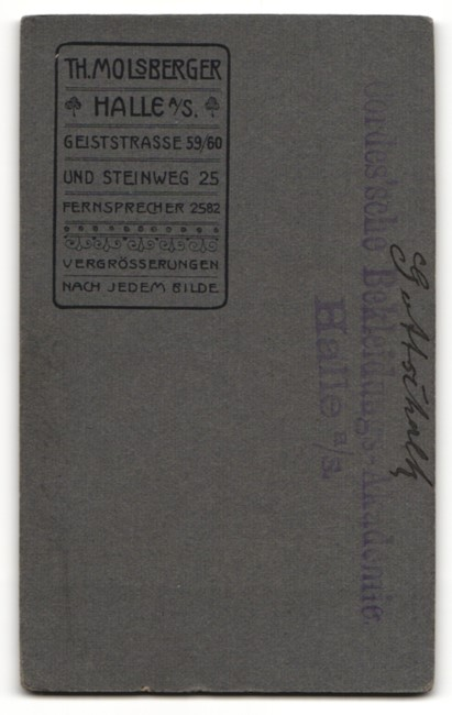 Fotografie Th. Molsberger, Halle a. S., Portrait niedlicher Bube in Fliege und Anzug 1