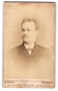 Fotografie M. Kastner, Halle a. S., Portrait stattlicher Herr mit Oberlippenbart